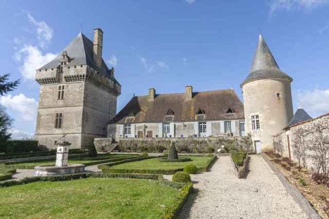 Chateau-de-Jouhe-for-sale-Pioussay-Deux-Sevres-79110-002